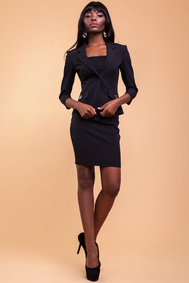 e39016d8e8a Даже на работе при исполнении своих должностных обязанностей женщина может  быть стильной