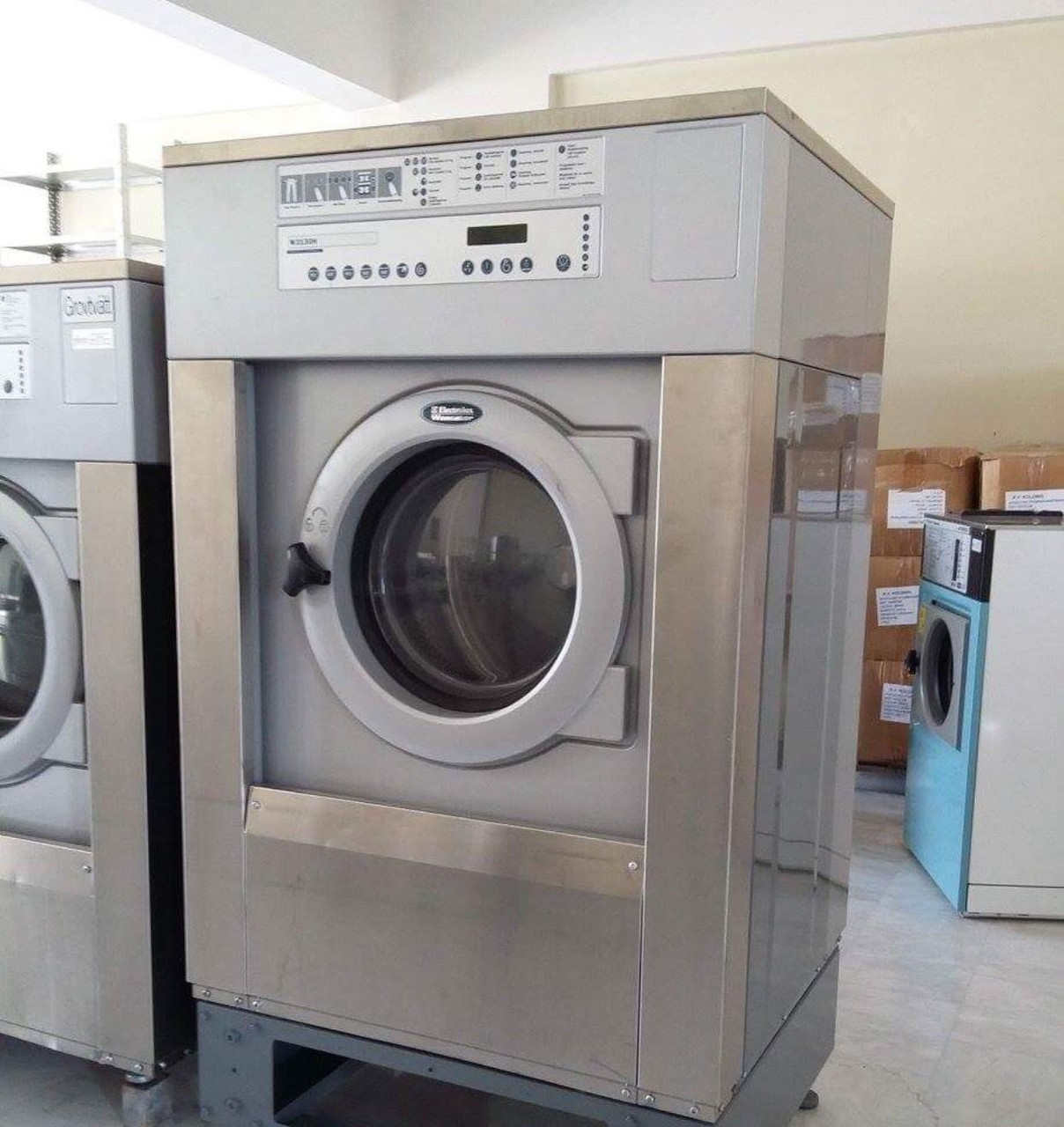 Профессиональная стиральная машина Electrolux W3130H