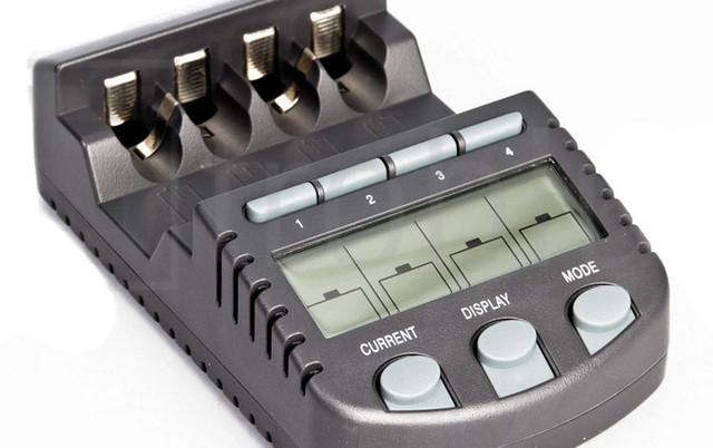 Умное зарядное устройство Technoline BC-700