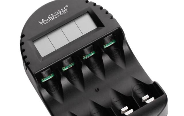 Интеллектуальное зарядное устройство Technoline BC-250