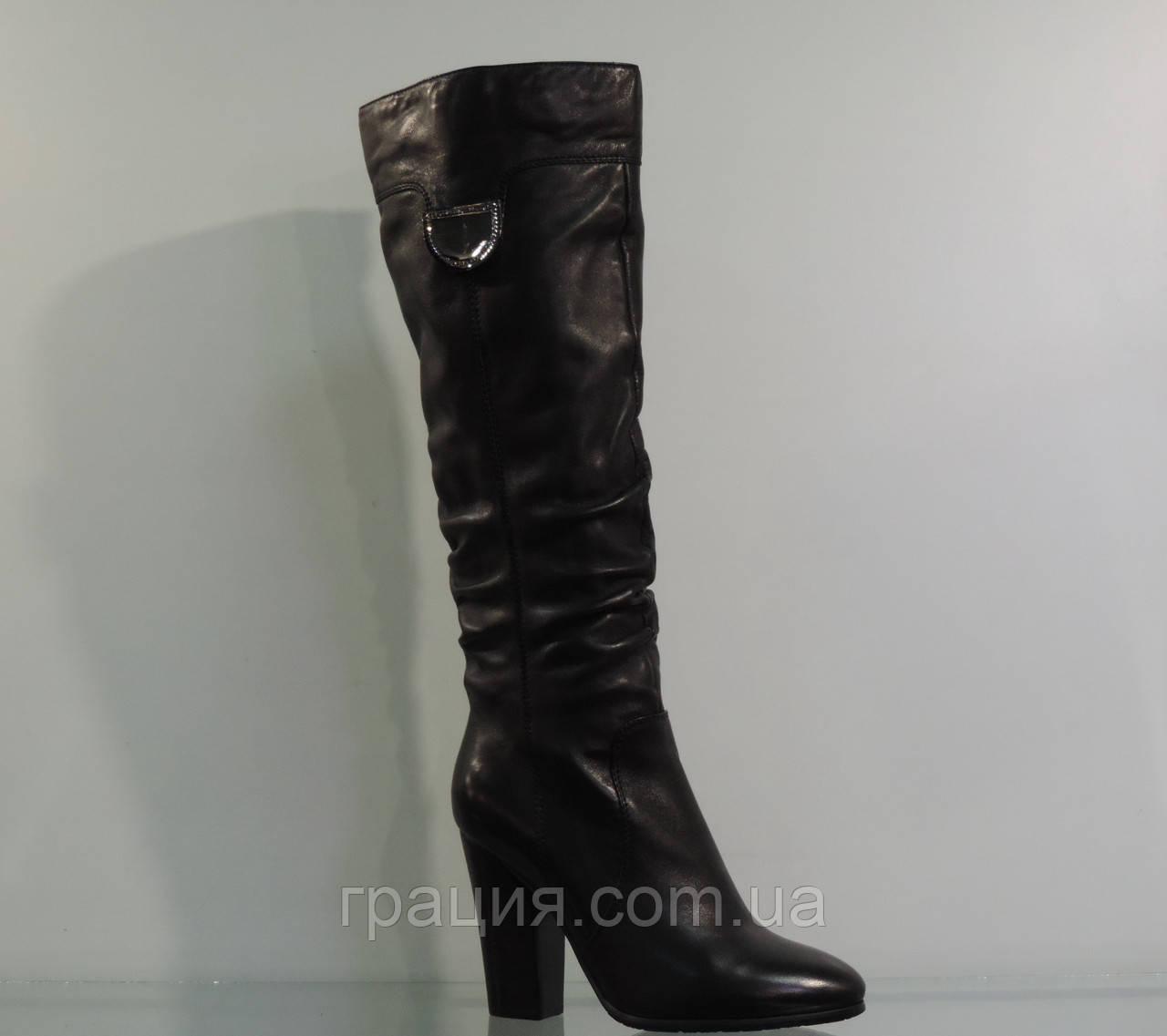 Молодіжні високі шкіряні зимові чобітки на підборах