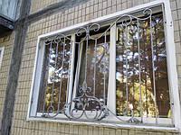 Кованые решетки сегодня можно встретить на многих окнах