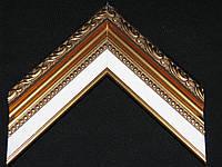 Багет пластиковый с лепниной яркого золотого цвета, белая вставка паспарту. Оформление вышивок, картин.