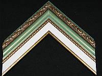 Багет пластиковый с лепниной зеленого цвета, белая вставка паспарту. Оформление вышивок, картин.