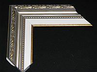 Багет пластиковый с лепниной серебряного цвета, белая вставка паспарту. Оформление вышивок, картин, фото