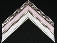 Багет пластиковый с лепниной нежного розового цвета, белая вставка паспарту. Оформление вышивок, картин, фото