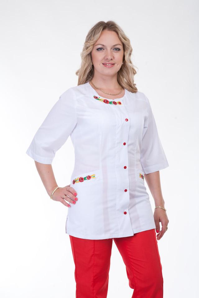 Женский медицинский костюм с вышивкой красного цвета