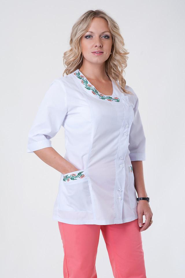 Женский медицинский костюм с вышивкой персикового цвета