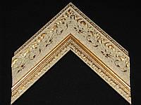 Багет пластиковый бежевый с золотой лепниной. Оформление вышивок, картин, икон