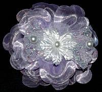 Бант на резинке 8 см, органза, светло-сиреневый, цветок, бусины (2 шт) 21_3_302a4