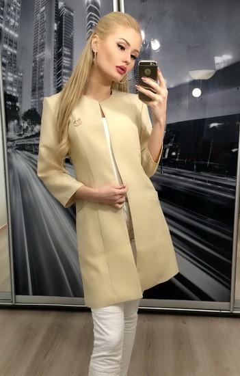 Удлиненный женский пиджак беж