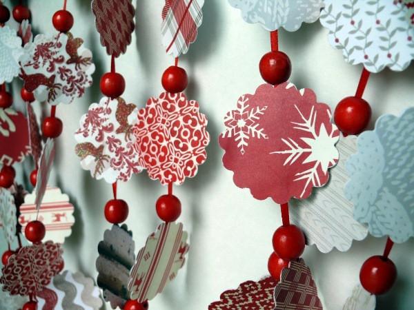 Новогодние игрушки и декор