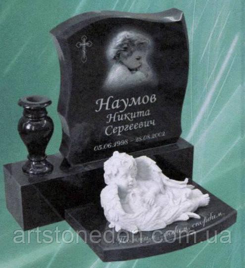 Детский памятник со скульптурой ангелочка