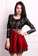 Элегантное женское платье с расклешенной атласной  юбкой, верх кружевной. Цвет красный