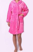 Красивый женский махровый халат розового цвета на запах