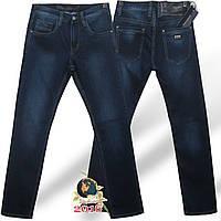 Мужские качественные джинсы классического покроя JRS синего цвета.