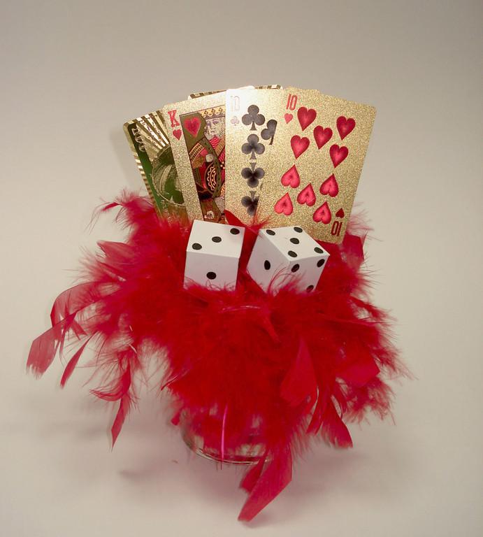 """Декоративная композиция на стол для вечеринки в стиле """"Casino Royale"""""""