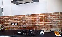 Стеклянный фартук на дистанционных креплениях для кухни на заказ.