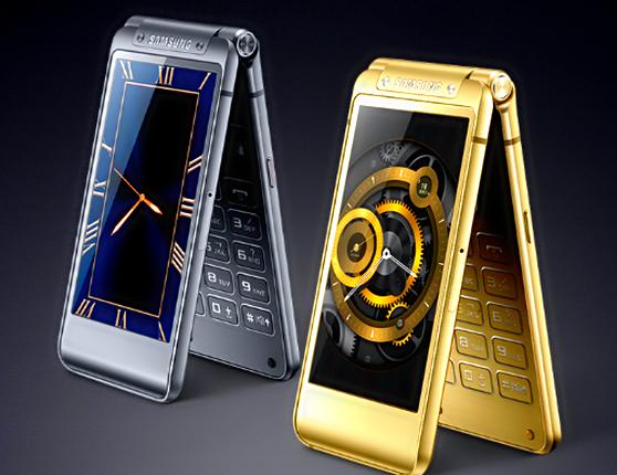 Смартфон-раскладушка Samsung SM-W2017 имеет два дисплея Super AMOLED,а также 4 ГБ ОЗУ и 64 ГБ флэш-памяти