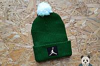 Молодежная шапка мужская джордан,Jordan зеленая с бубоном