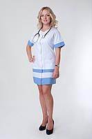 Женский медицинский халат с коротким рукавом и голубыми вставками