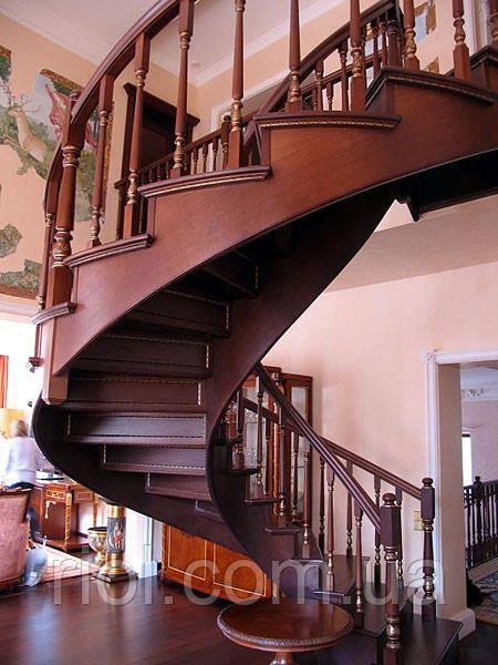 деревянная лестница винтовая