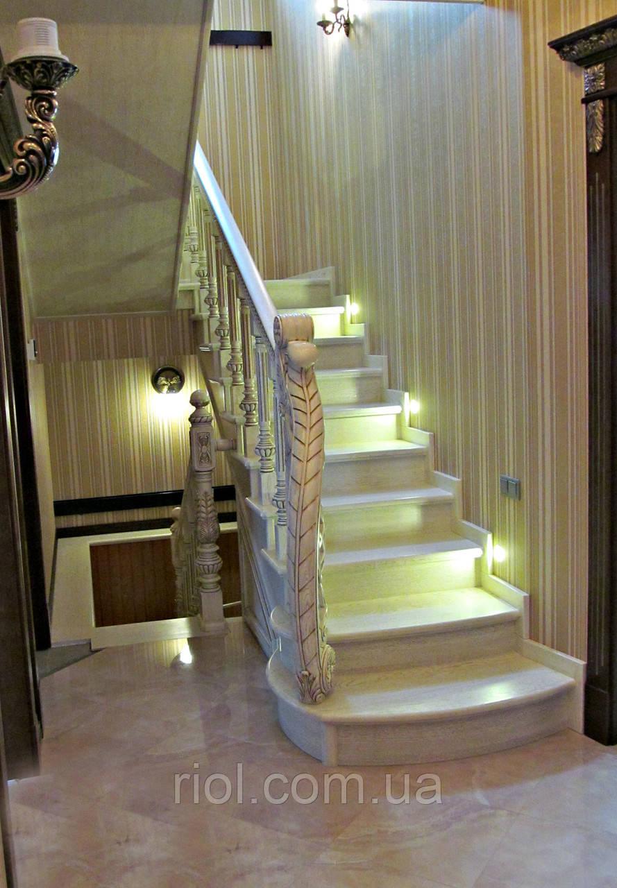 Лестница деревянная с подстветкой