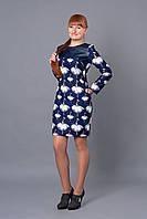 Молодежное платье с модным ярким принтом