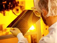 В Германии начали производство солнечных панелей толщиной 1 миллиметр