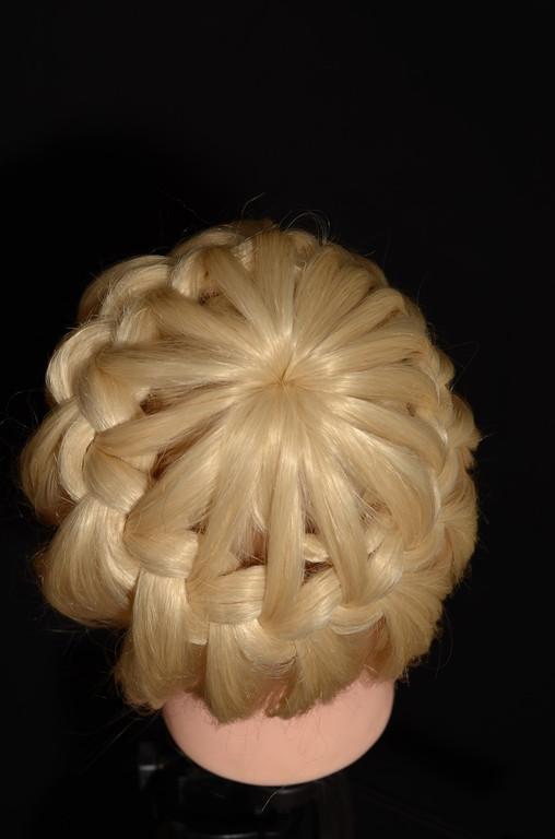 Работа на учебной голове ,белая 80% натуральных волос , цена 440грн.