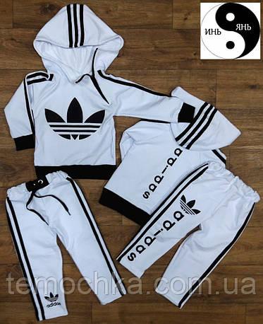 Спортивный костюм с капюшоном Adidas.