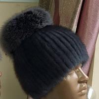 Шапка из вязаной норки с пушистым помпоном из чернобурки. Цвет меха: светло-серый, тёмно-серый, чёрный