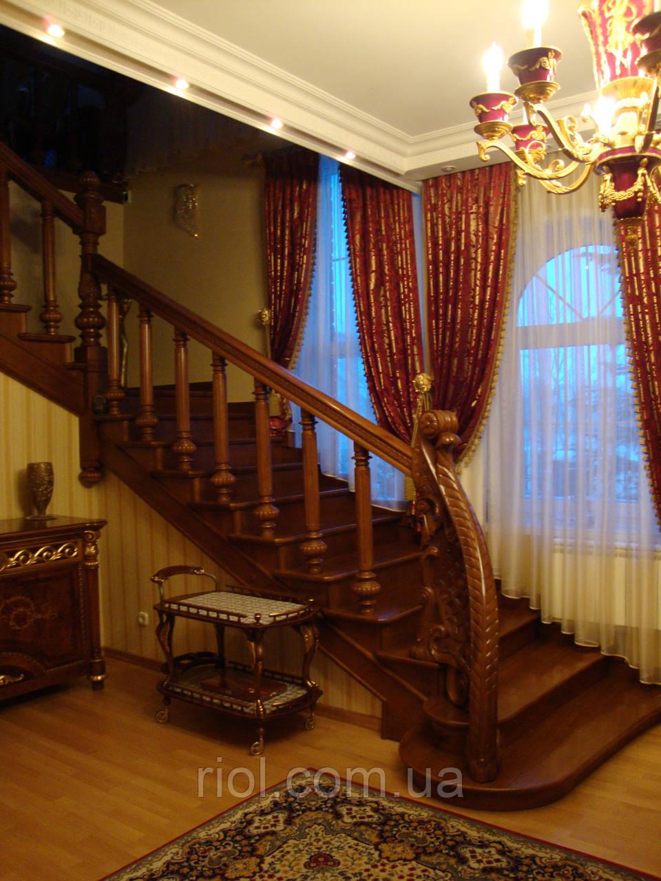 Лестница деревянная закрытая