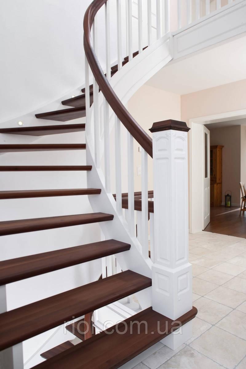 Лестница деревянная открытая