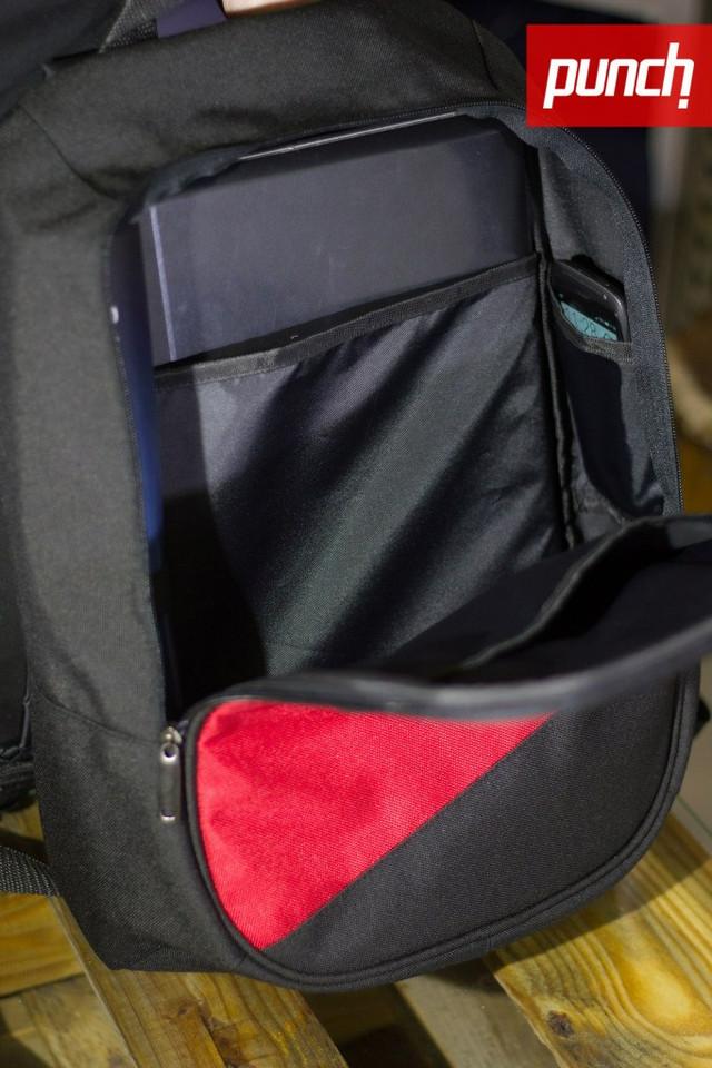 Внутренний карман на задней стенке. Подходит для ноутбука диагональю до 15,6 дюймов.