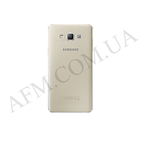 Задняя крышка Samsung A700F Galaxy A7 (2015) золотистая