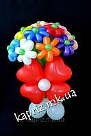 Букет из шаров из 17 ромашек с бантом из сердец