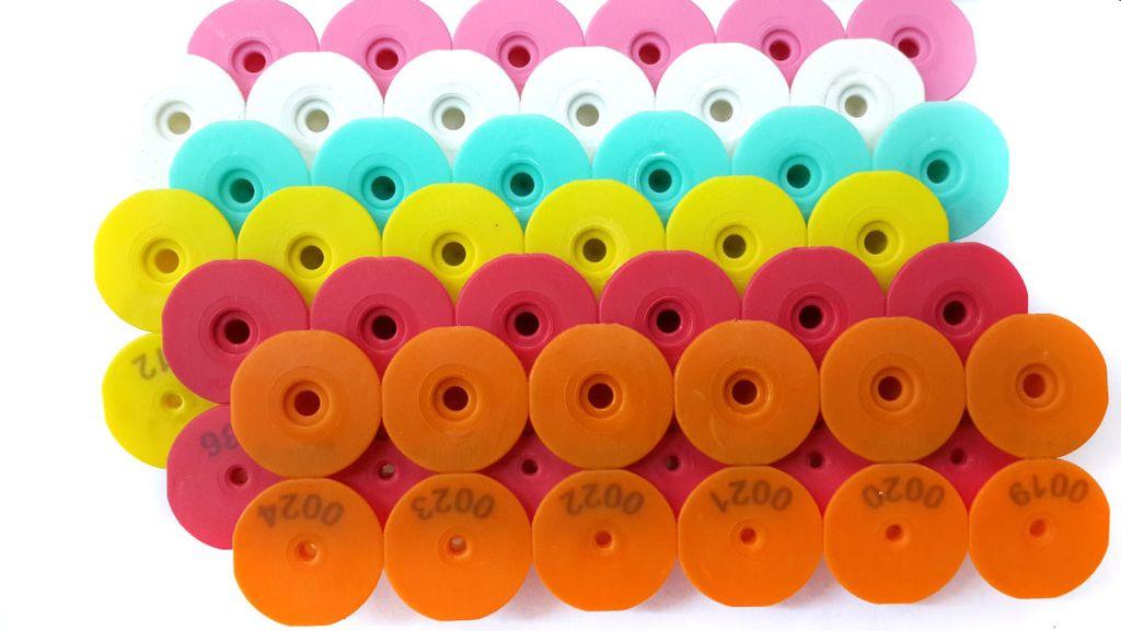 Ушные бирки круглие диаметром 28,5 мм, с номером