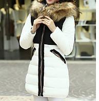 Контрастная куртка с мехом енота на змейках