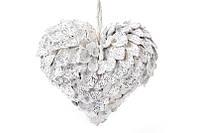Новогодний подвесной декор Сердце из лепестков шишек, белый с блестками