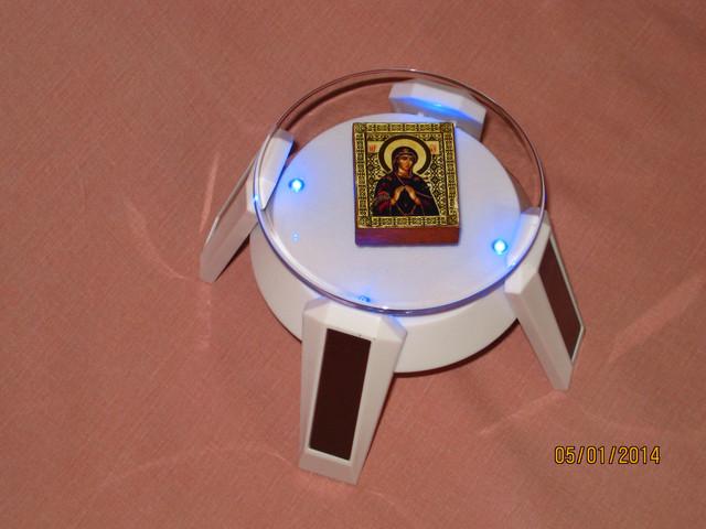 Витрина для церковной утвари и других предметов.