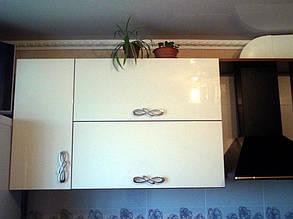 Кухня с фасадами шпон калифорнийского ореха под лаком 3