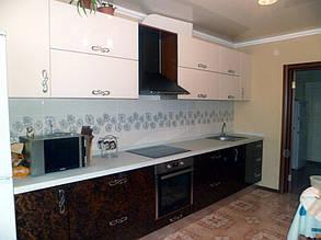 Кухня с фасадами шпон калифорнийского ореха под лаком 4