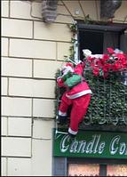 Фигурка Дед Мороз несет подарки 90 см на лестнице