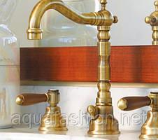 Бронзовый смеситель для умывальника на 3 отверстия с ручками дерево Bugnatese Revival 412
