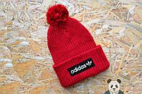 Яркая красная шапка с бубоном адидас,Adidas