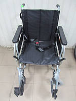 Инвалидная коляска для передвижения людей  45 см ширина сидения б.у. идеальное состояние