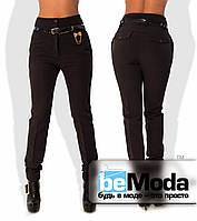 Деловые женские брюки из креп-костюмки на флисе с высокой талией и оригинальным пояском с декором в комплекте черные