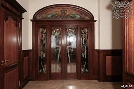 Ансамбль витражей в распашные двери холла