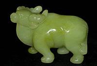 Зеленый Нефрит.Резная Фигурка Быка из Цельного Природного Минерала